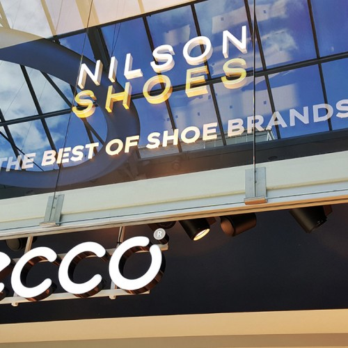 Nilson Shoes, ljusskylt