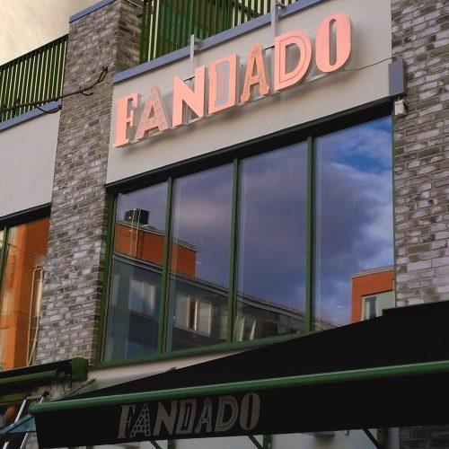 Restaurang Fandado, Stockholm – Fasadskylt i mässing