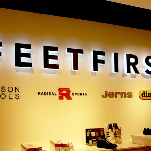 Feet First – Belysta separatmonterade