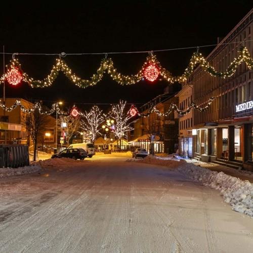 Bodö by, julbelysning på gata