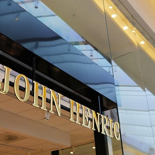 John Henric, ljusskylt