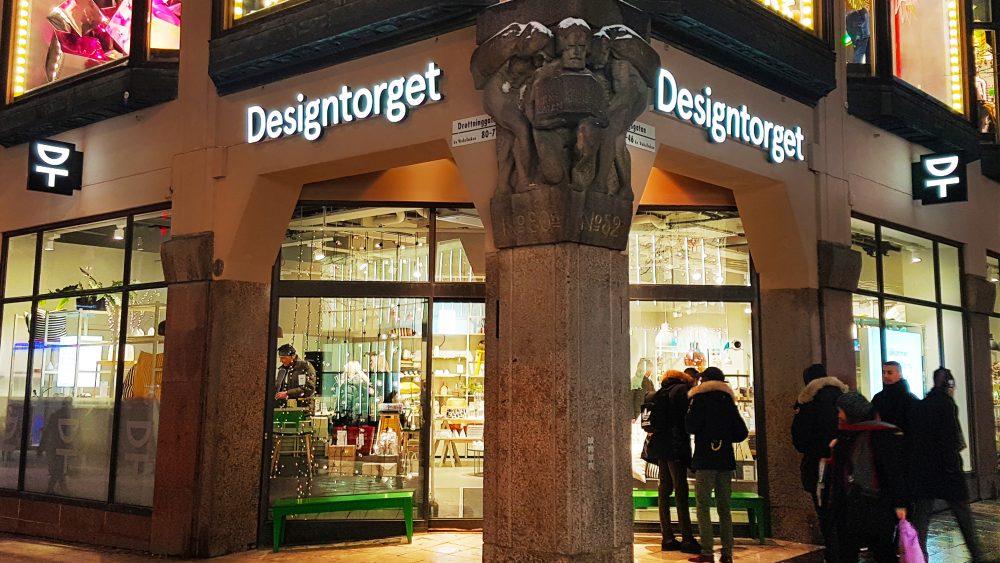 Designtorget Kungsgatan Drottninggatan Stockholm - Fasadskyltar - ljuslåda - dubbelsidig flaggskylt