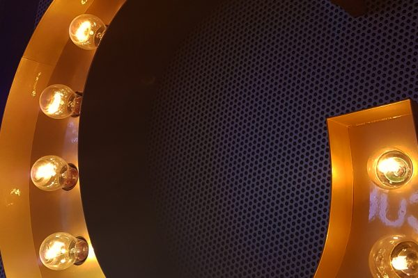 LED lampor - Mässingskylt