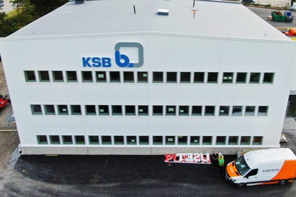 EuroSign har levererat och monterat nya skyltar till KSB och Pumphuset i Sollentuna.