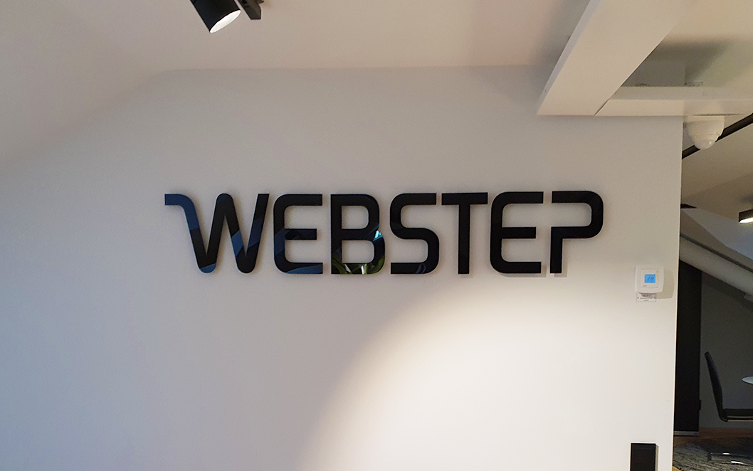 Webstep – Obelysta akrylbokstäver